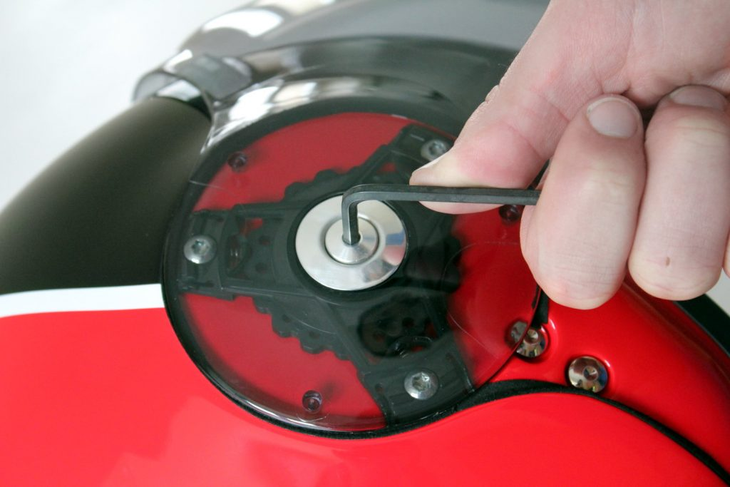 desmontaje tornillos casco pantalla