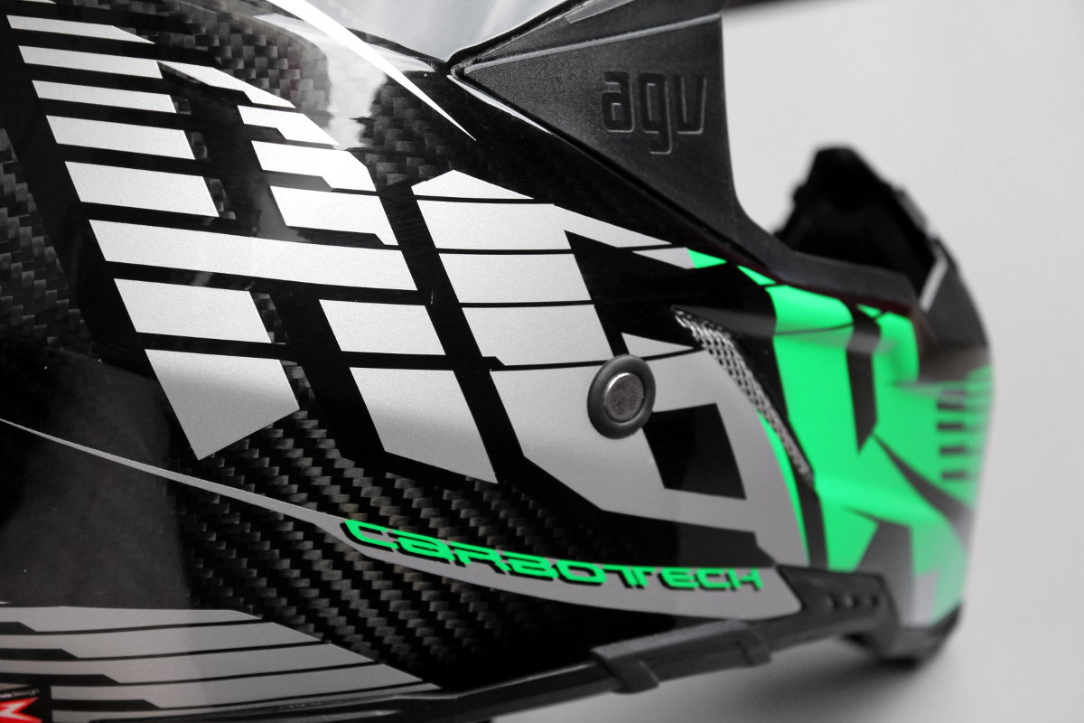 agv ax 8 look agresivo