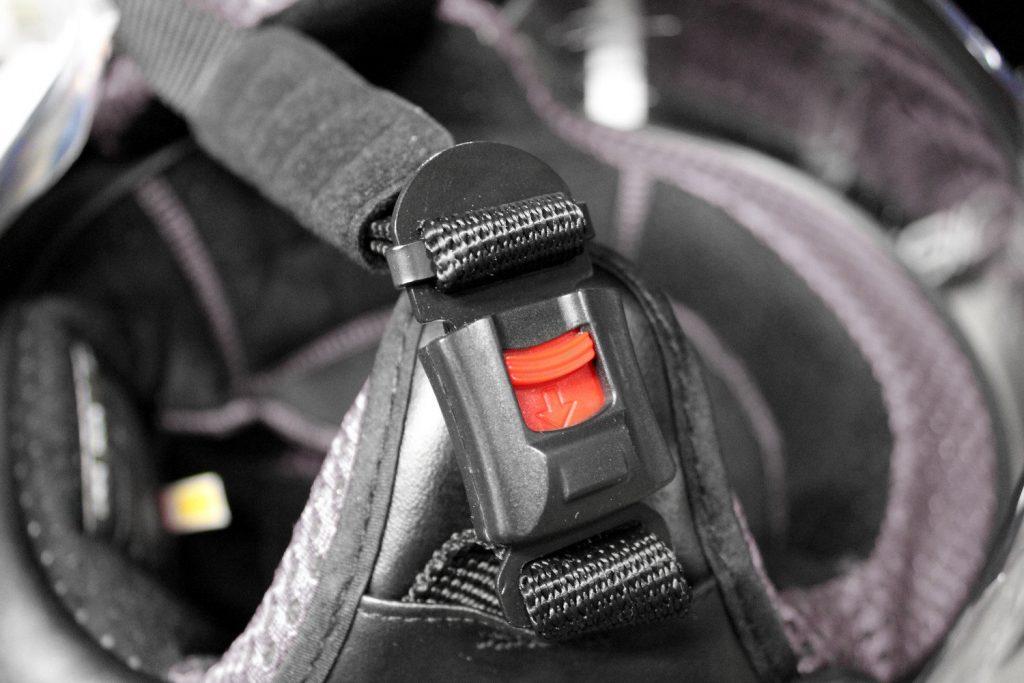 casco-moto-cierre-automatico