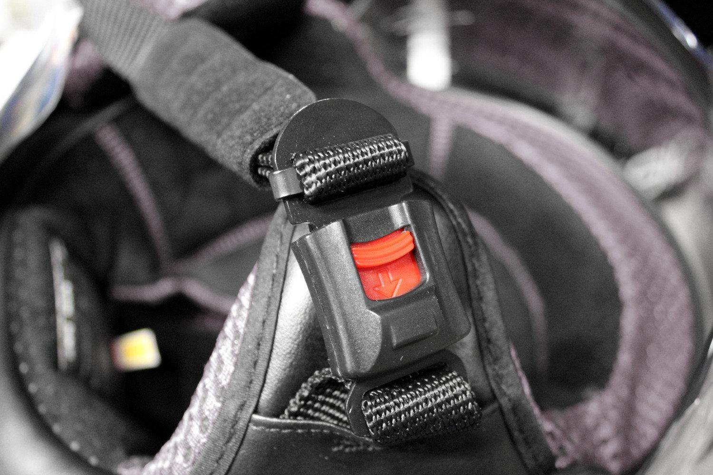 Casco moto cierre automatico