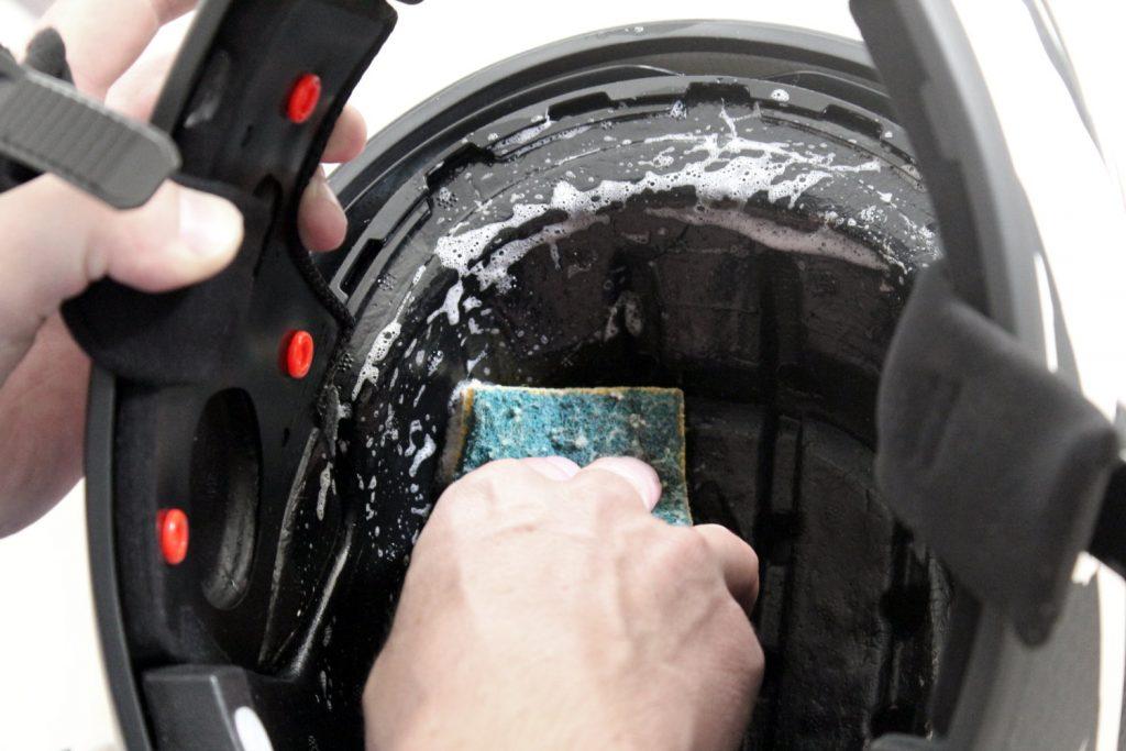 casco motocicleta interior limpio