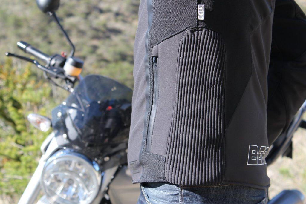 Chaqueta moto detalle fuelle bolsillo luminous bering