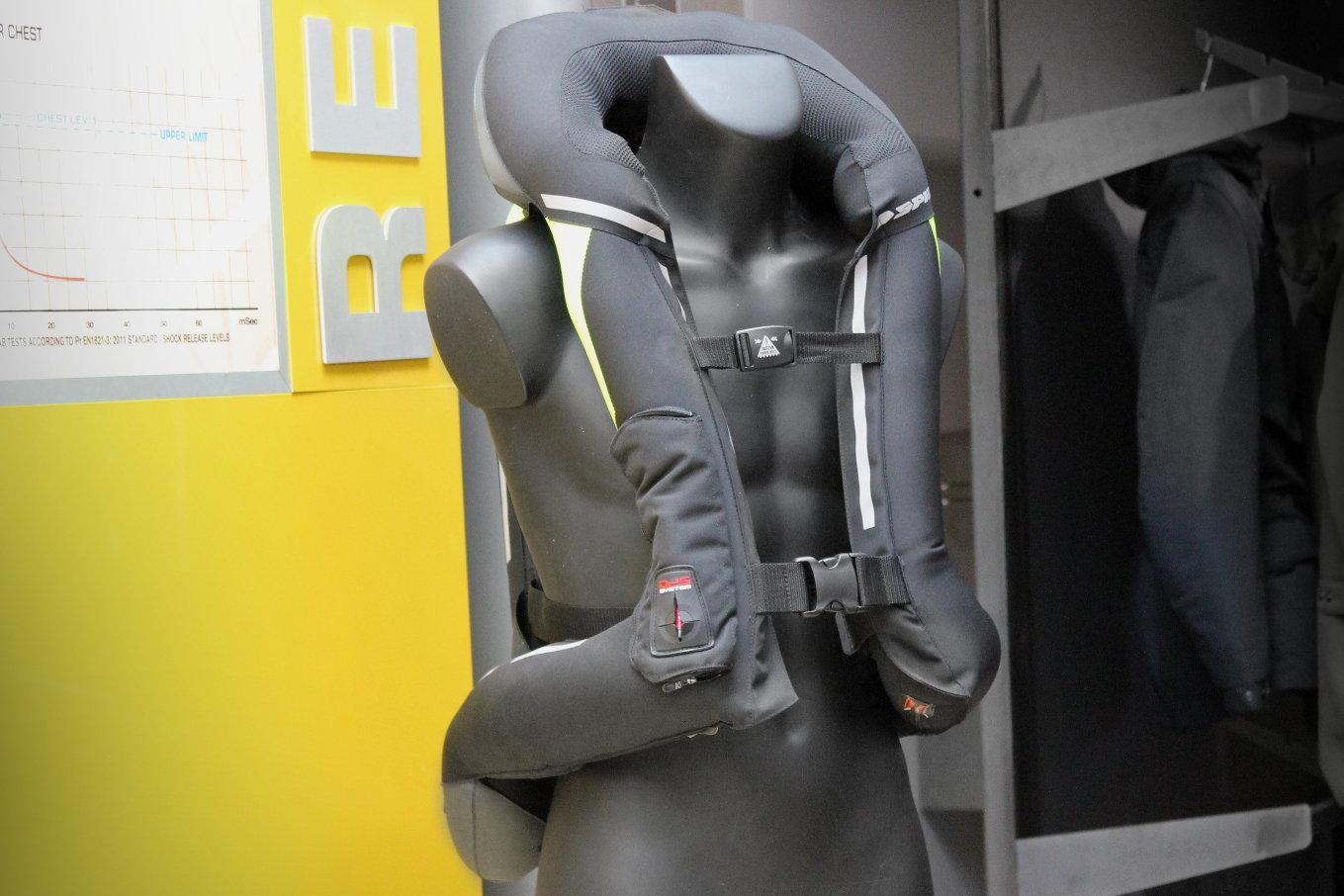 El airbag Spidi completa DPS, mecánicos y de protección