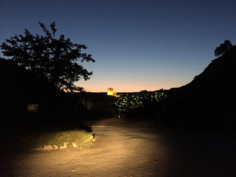 Ciudad iluminada noche española