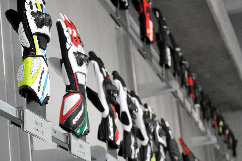 Los guantes de moto, el corazón del negocio histórico Spidi
