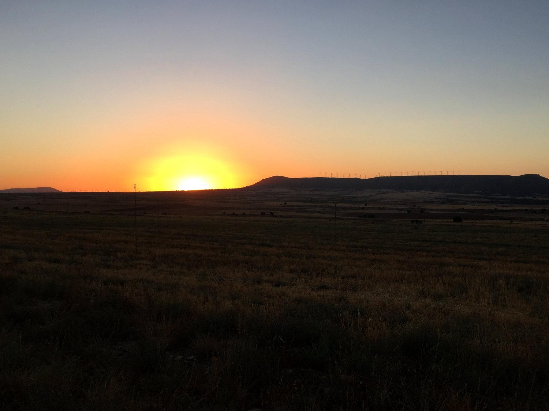 La magnífica puesta de sol de Alpera... ¡Que anuncia el inicio de los problemas nocturnos!