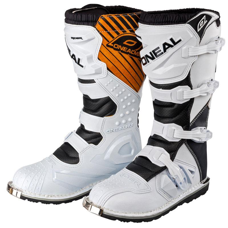 Las botas de motocross no escatiman en la protección