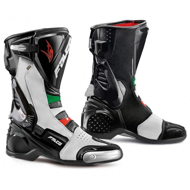 Las botas de carreras están diseñados para maximizar la protección de alta velocidad
