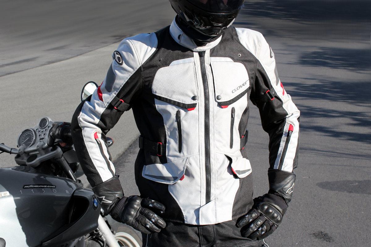 Un ejemplo de chaqueta 3 en 1, la Clover Savana Waterproof, ideal para irse de vacaciones con la moto