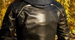 Protección que encaja perfectamente en una chaqueta curvada
