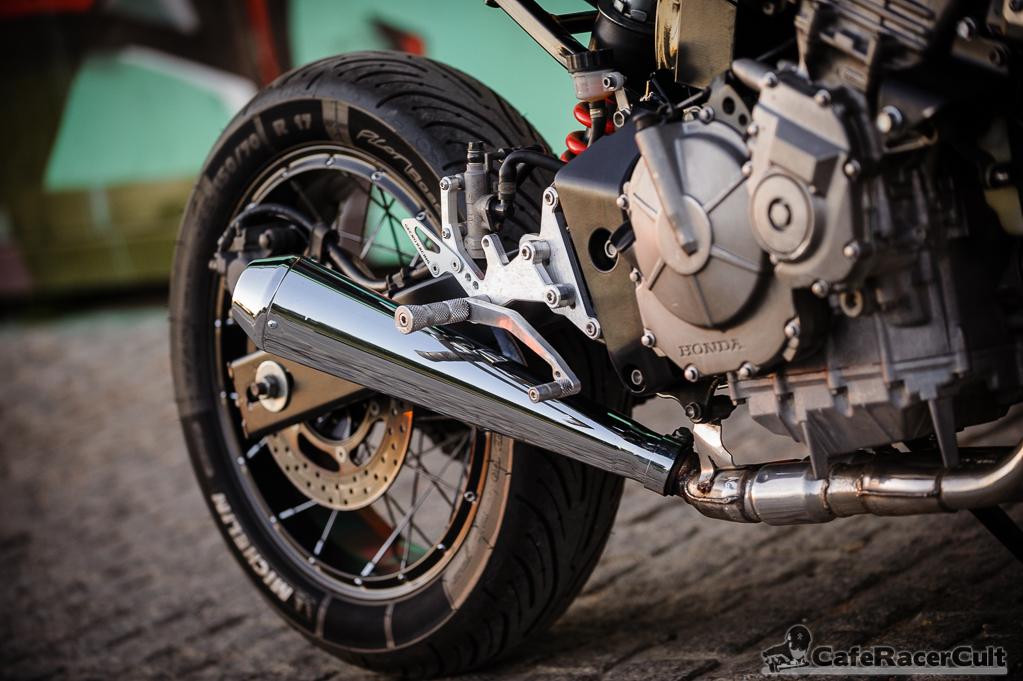 Honda Hornet V2, silencioso