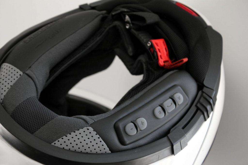 El kit de comunicación integrado está diseñado para mezclarse con el casco que se pretende