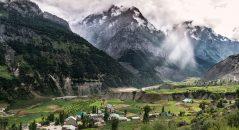 Las verdes laderas de Ladakh son falsas aire de Suiza