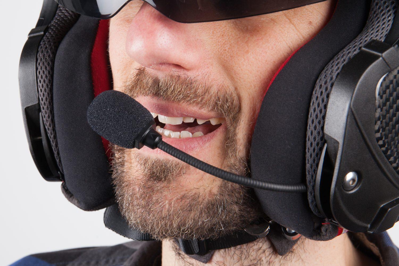 Los comandos de voz le permiten realizar determinadas acciones en su kit de Bluetooth
