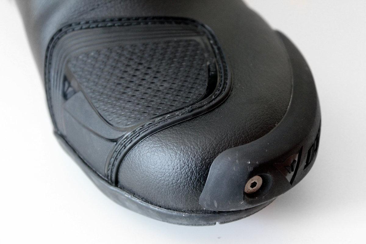 El interruptor de protección es la interfaz entre el pie y la mecánica