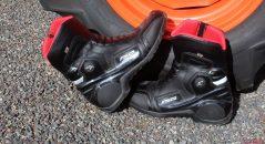 La mitad de las botas Falco Axis 2.1 cuentan con una mirada de carreras, muy moderno.