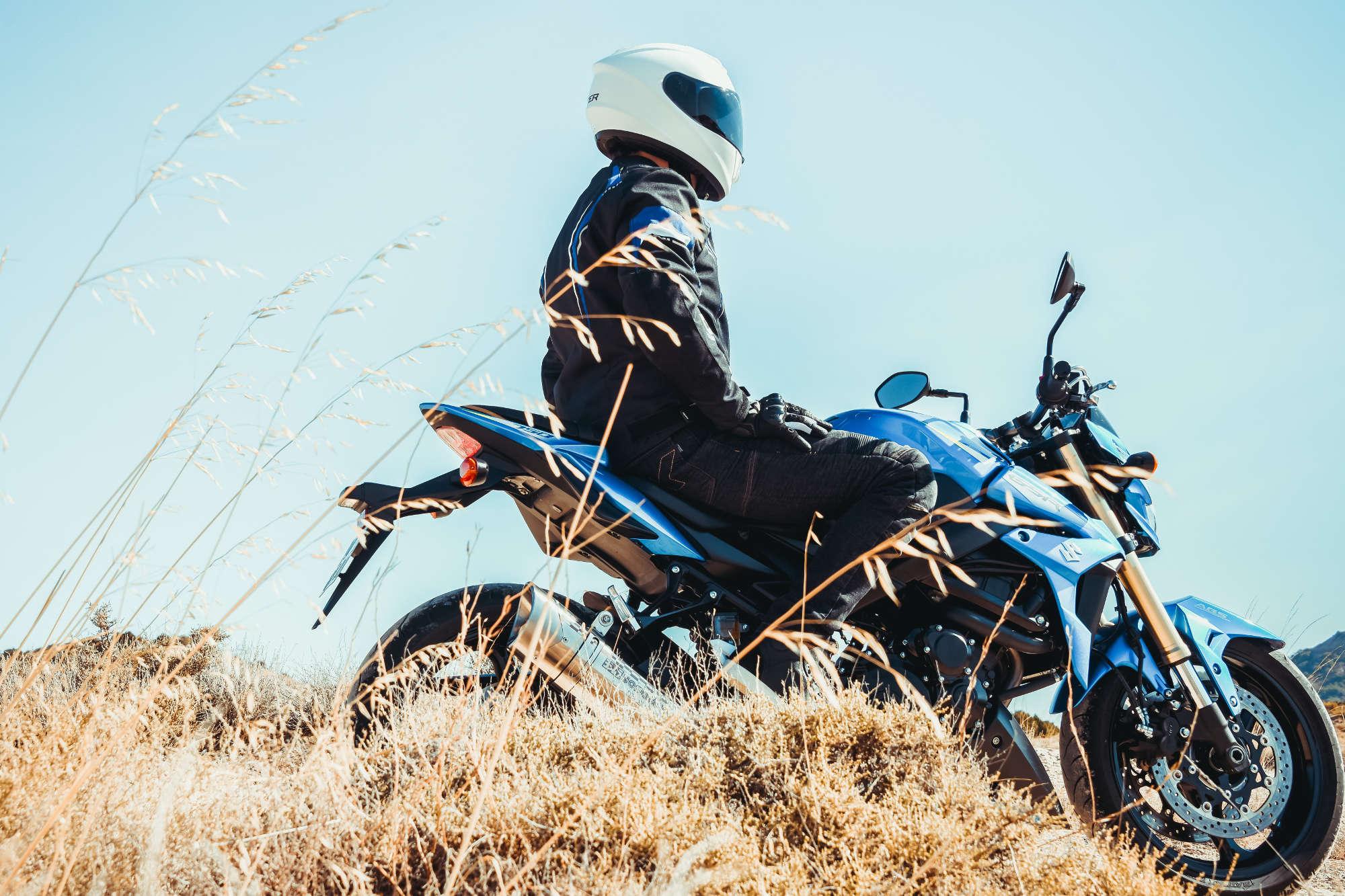 En la motocicleta fue ... Todos saben manejar temperaturas extremas y los peligros del camino