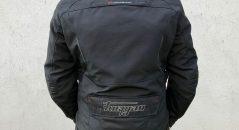 La chaqueta Bronco Furygan está equipado con unas inserciones pequeña retrorreflectantes