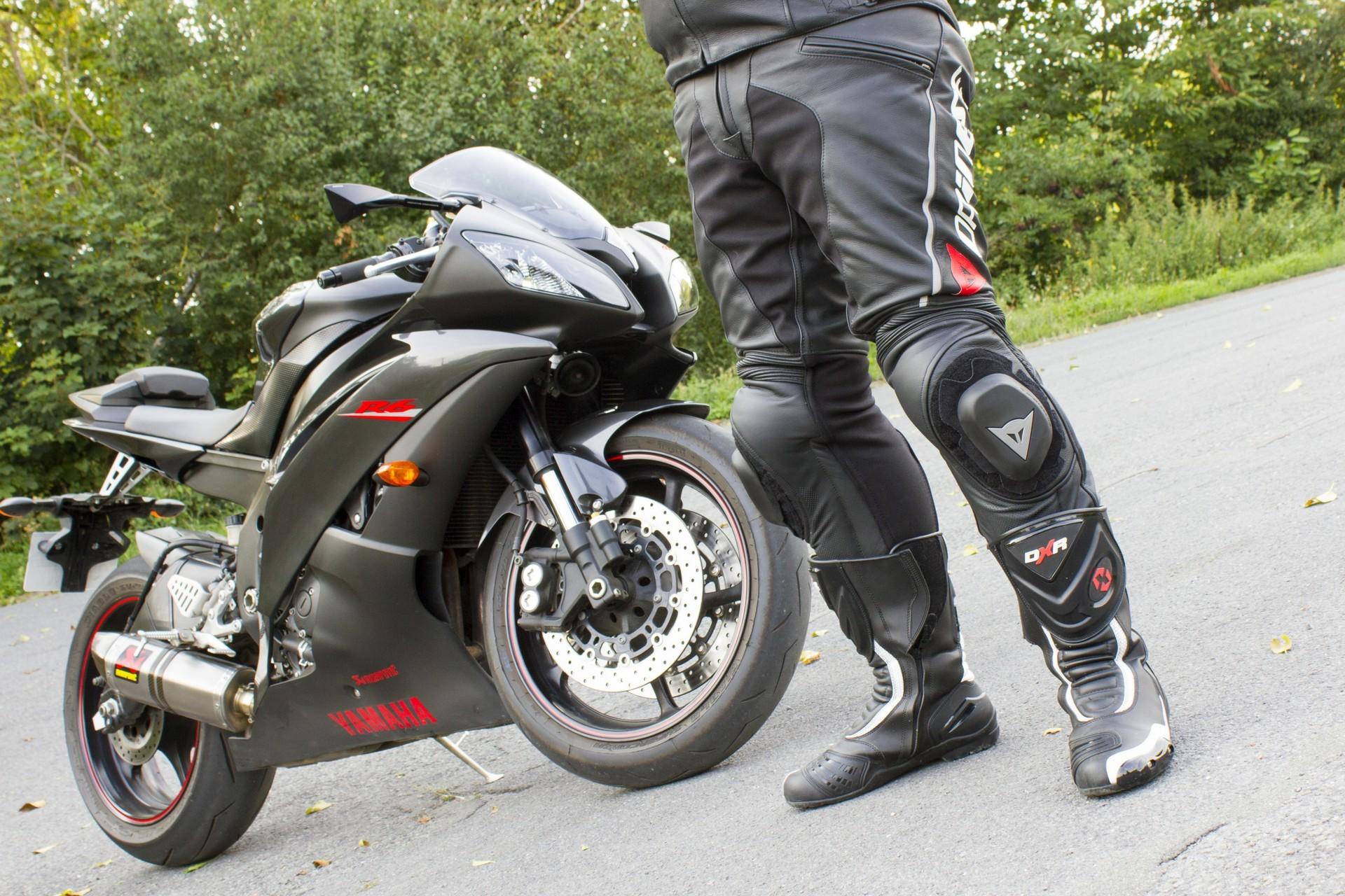4e755ef1089 Prueba  Pantalón de cuero y tejido bielástico Dainese Delta Pro C2