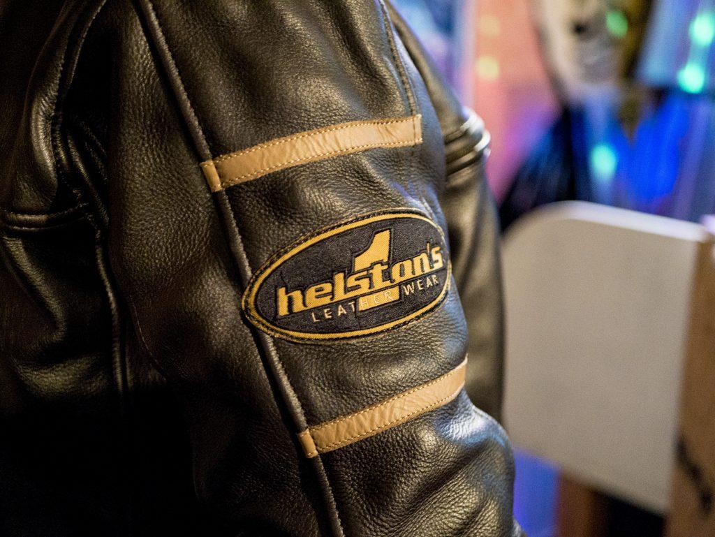 parche Deco en la manga derecha de la camisa de Helstons Benji Fender