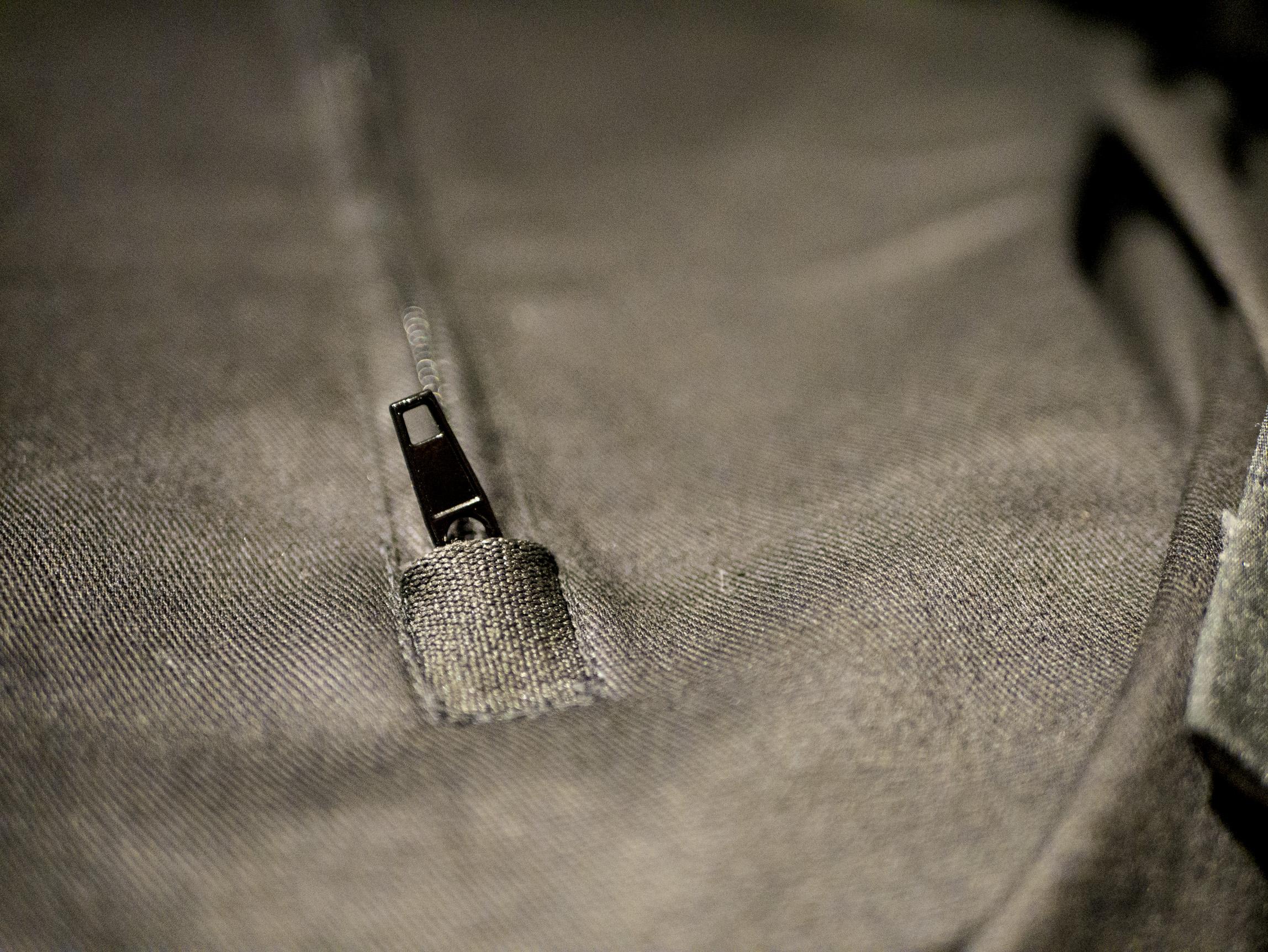 Cierra la cremallera en el bolsillo trasero de Benji Fender Helstons