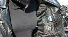 El DXR Vega tiene varios bolsillos internos y externos, en lugar de deslizar prácticos de teléfono, billetera, llaves o mando a distancia de garaje