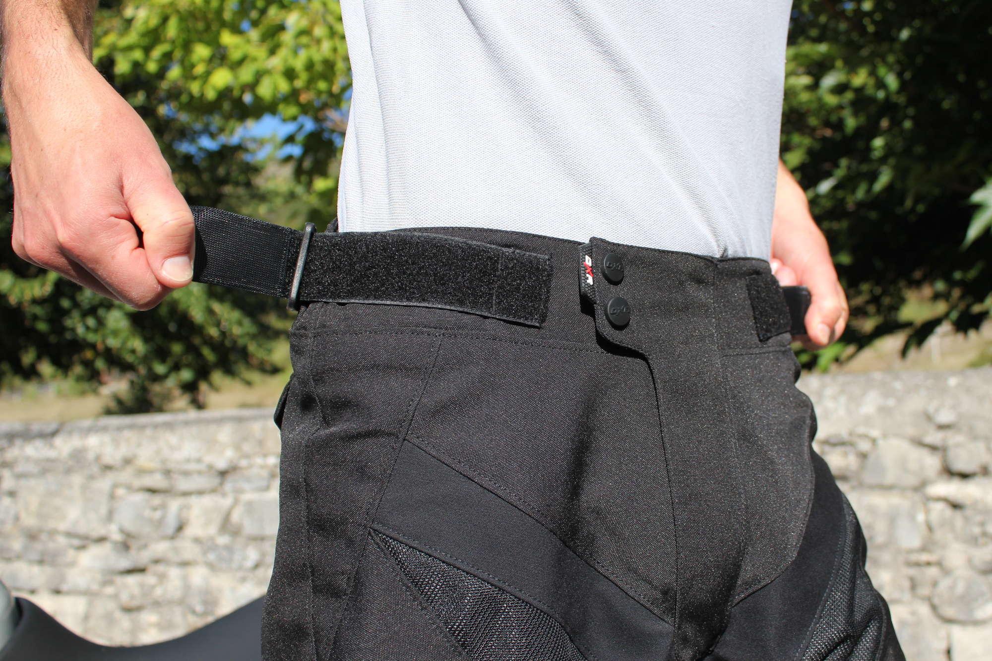 El sistema de ajuste de la cintura es obvio para manejar