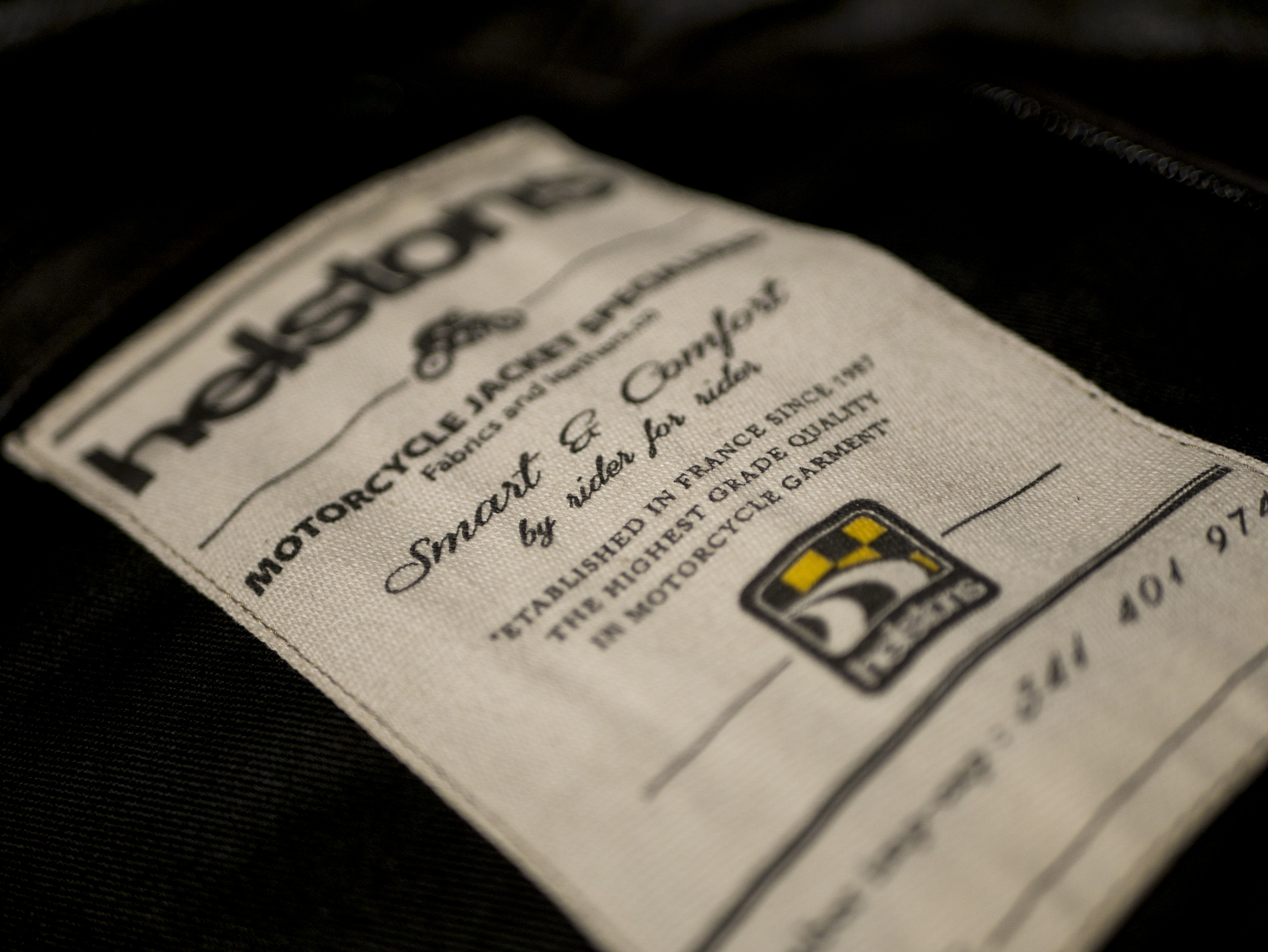 etiqueta cosida en la chaqueta Helstons Benji Fender
