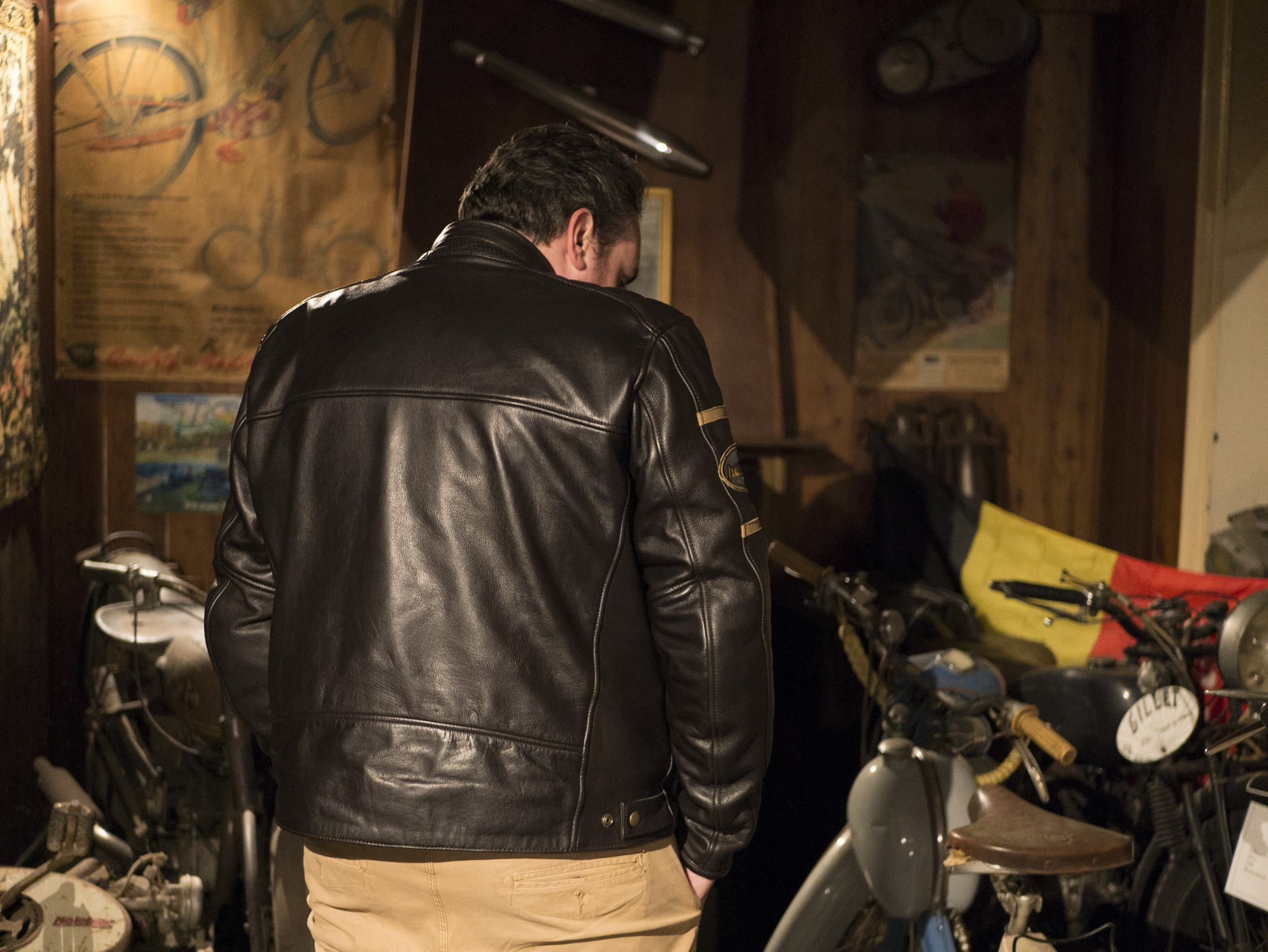 Vista posterior de la chaqueta de cuero de la marca Helstons Benji Fender