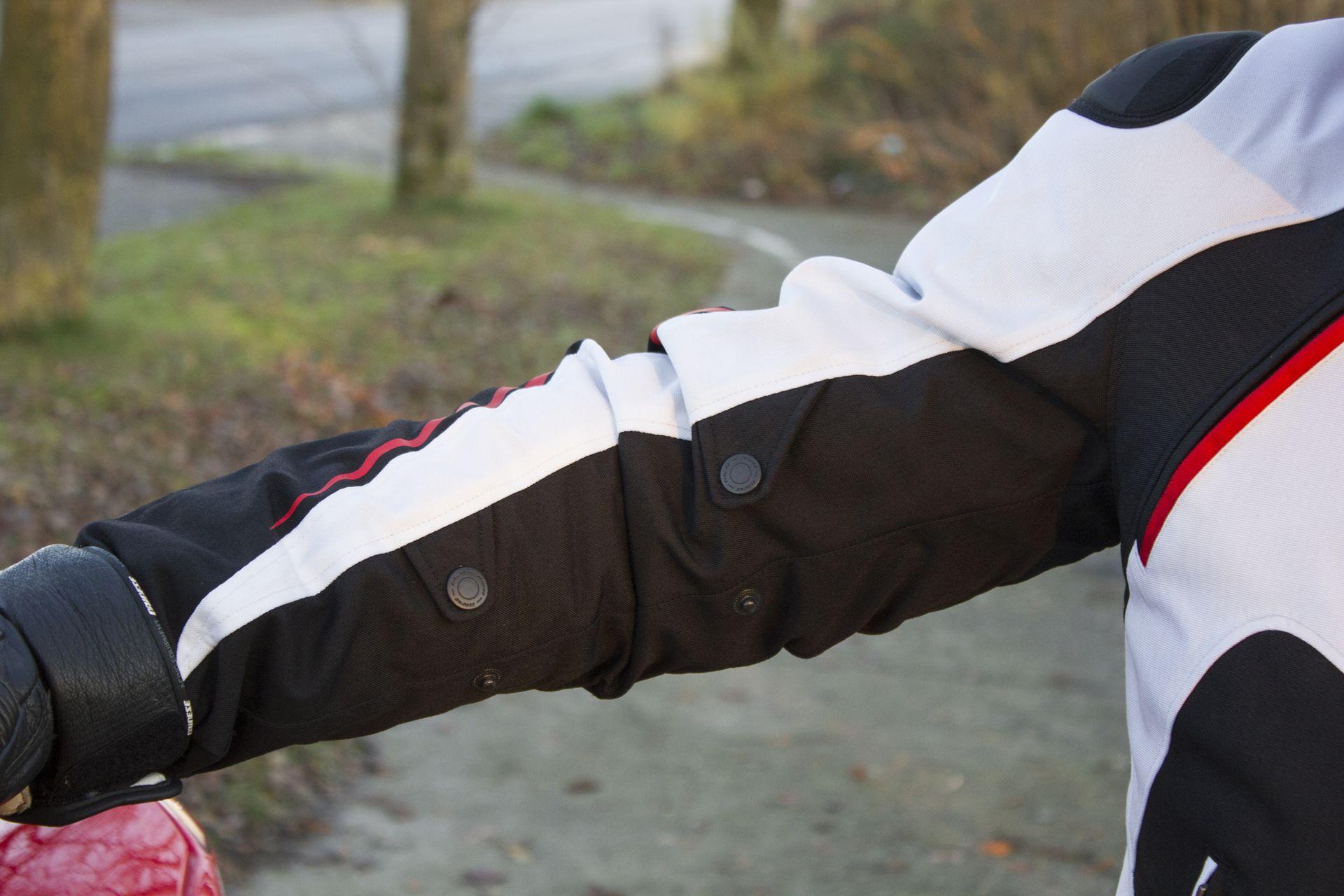 Dos ajustes de presión están presentes en cada manga, permitiendo