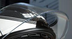 Detalle de la pantalla, con un grosor superior a los 4 mm