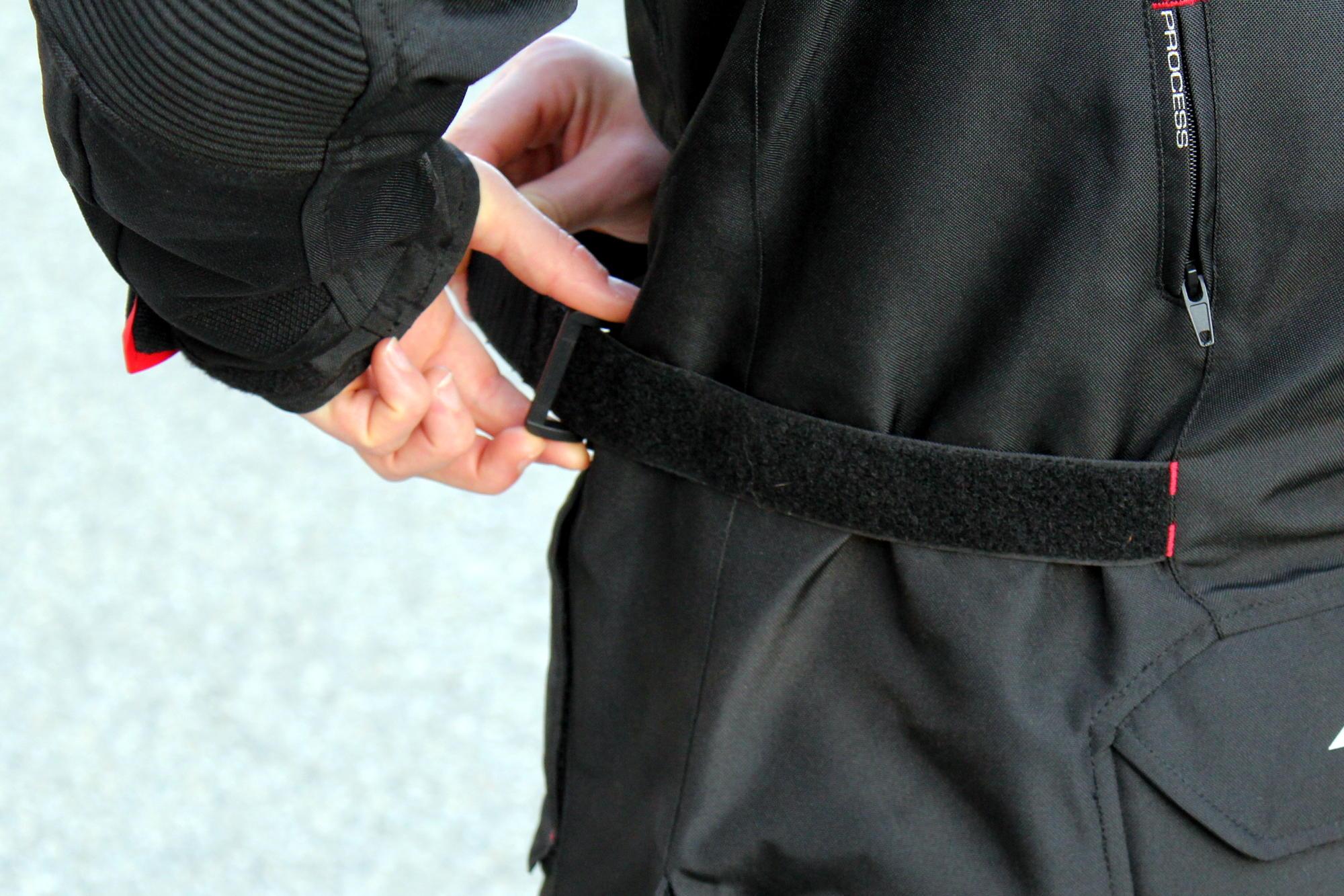 El ajuste de la cintura resultó muy fácil de utilizar y fiable ¡Viva el velcro!