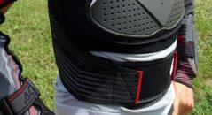 El chaleco Acerbis Scudo 2.0 está equipado con un cinturón lumbar