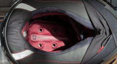 El interior del Shark Race-R Pro, ventilado y cómodo. Fijaos en la barbillera ajustable.