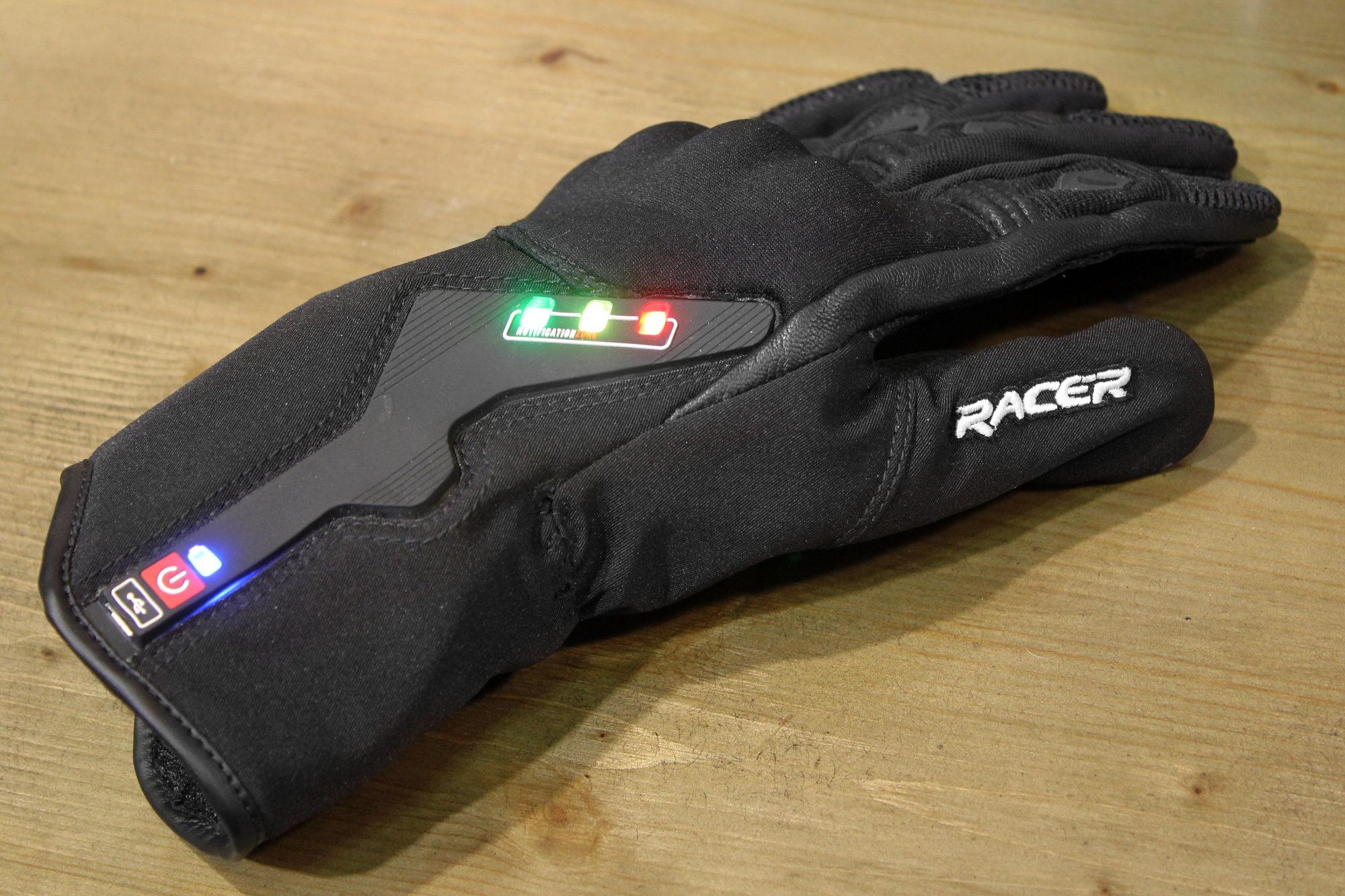 El prototipo de guante para moto conectado Liberty Racer que os advierte de los peligros