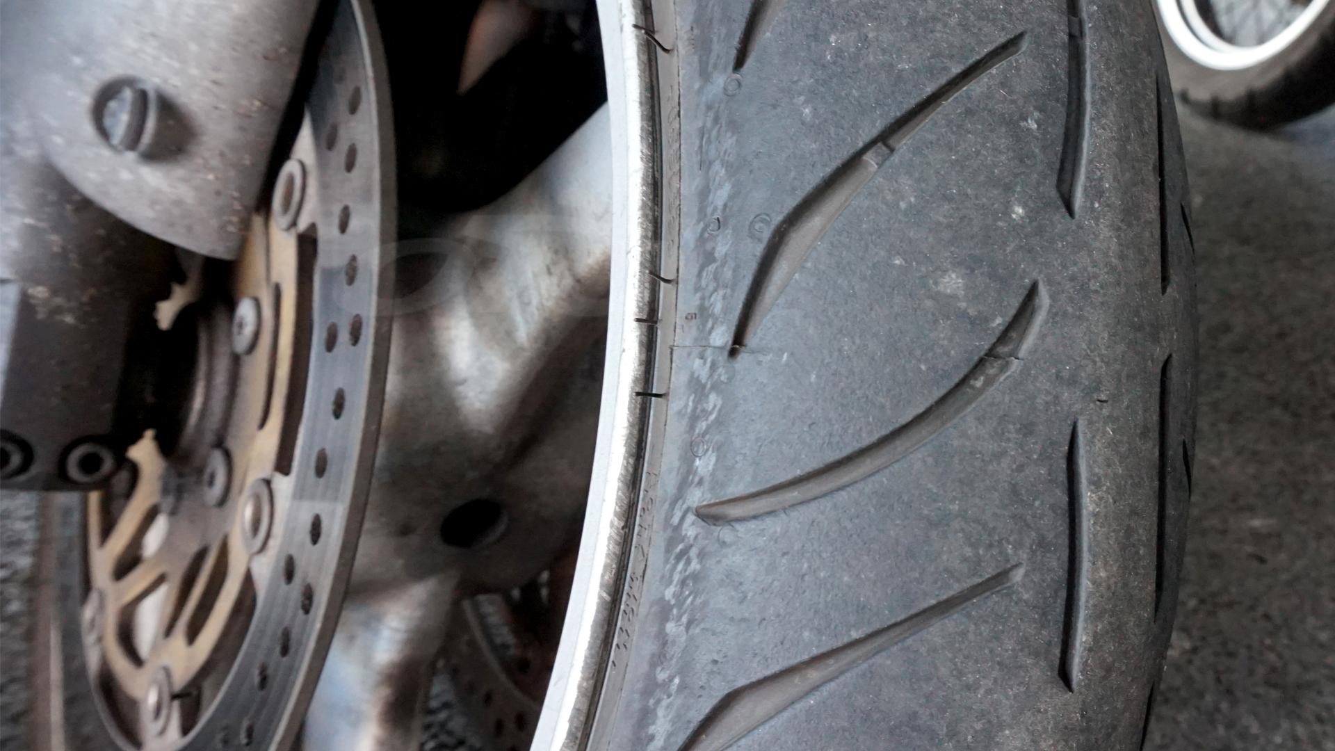 Las bandas laterales de los neumáticos Metzeler M7 RR desaparecen rápidamente