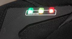 Los indicadores del avisador de peligro: verde, para 1 km, naranja, para 600 m, y rojo, para 200 m