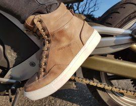 La silueta de estas zapatillas de deporte es muy armonioso, ya sea de pie o sentado en el puesto de conducción