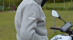 El magnífico logotipo de Bering en el hombro