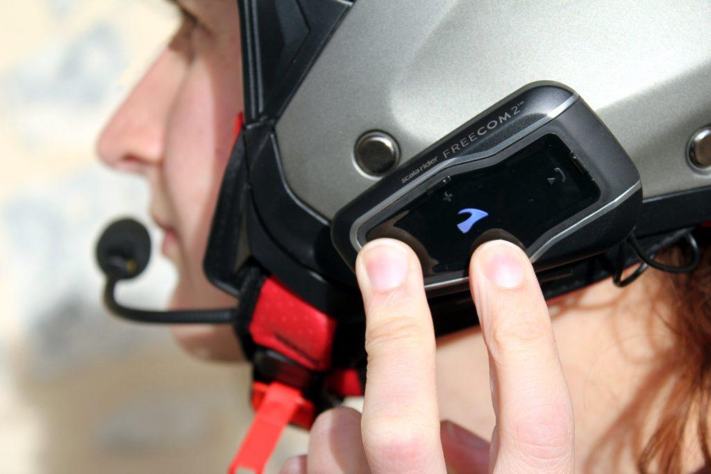 A partir del Cardo Freecom 2 antes de ponerse los guantes y el hilado!