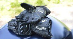 Este par de guantes de competición tienen zona de agarre y propiedades antiabrasión