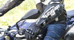 La flexibilidad de los guantes Furygan AFS 18 permite un manejo sin esfuerzo de los mandos