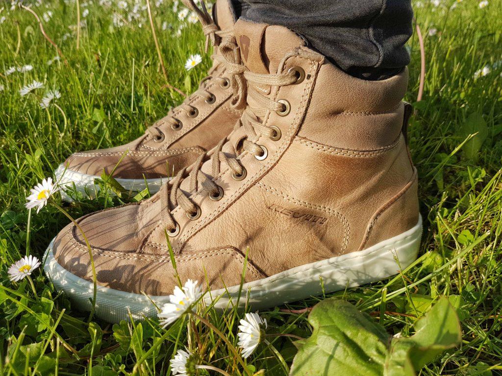 Las zapatillas de la marca REV'IT! tienen una forma muy bonita que no alarga el pie