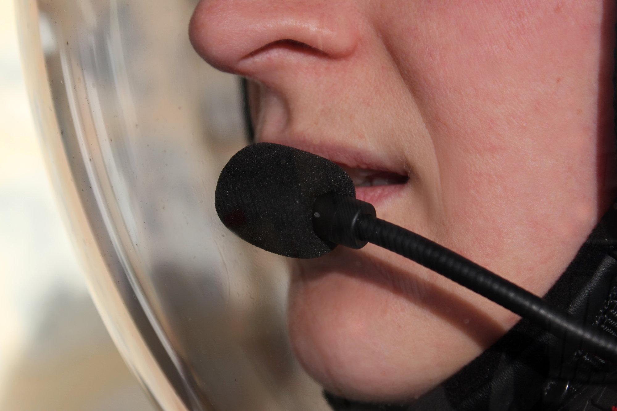 Podréis responder a una llamada telefónica vocalmente (¡es decir, sin soltar el manillar!)