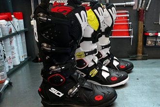 Las botas Sidi Crossfire SRS cuentan con un estilo barril 2 muestra disponible en muchos colores