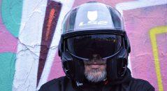 El visor solar del casco modular LS2 FF399 Valiant es fácil de accionar