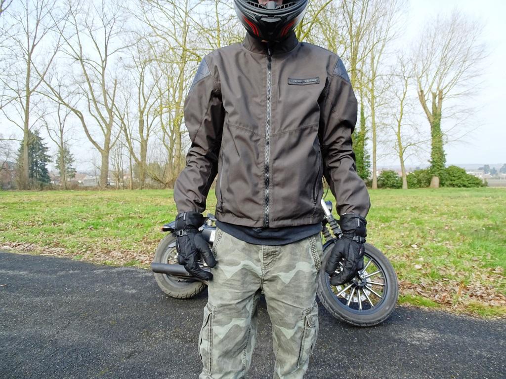 La chaqueta Icon 1000 Squalborn es muy flexible
