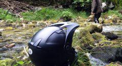 Su deflector de aire, sus ventilaciones y sus rejillas de ventilación confieren a este casco un estilo elaborado