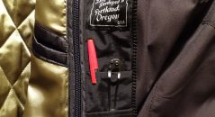 Tres bolsillos para vuestras tarjetas, bolígrafos, alicates...