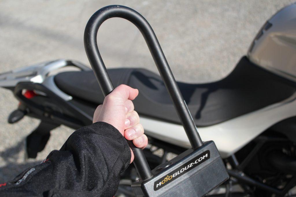 ¿Cómo transportar el antirrobo en la moto? ¡Compartimos con vosotros nuestros trucos para que os resulte más fácil!